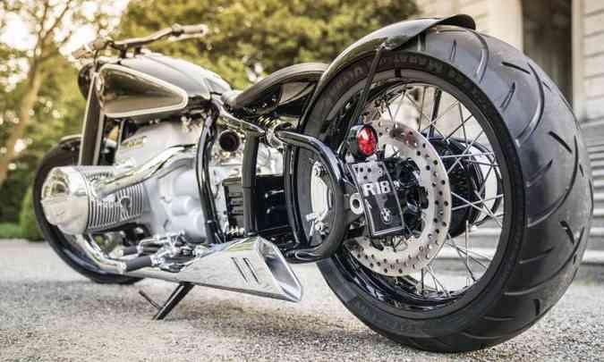 Suspensão traseira simula as antigas %u201Crabo duro%u201D(foto: BMW/Divulgação)