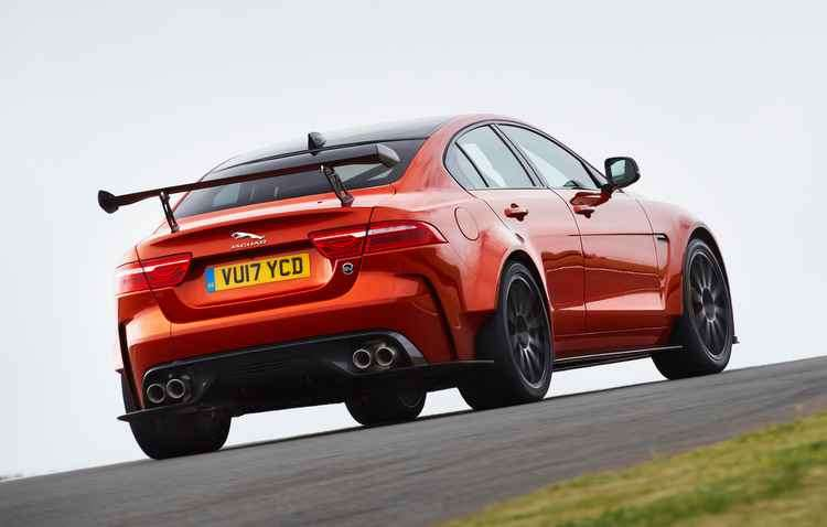 Motor é um 5.8 V8 Supercharged que entrega 600 cv de potência - Jaguar Land Rover / Divulgação