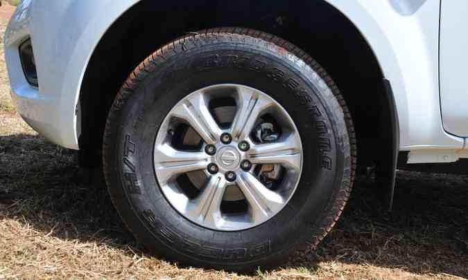 A picape tem rodas de liga leve de 16 polegadas, calçadas com pneus de perfil 70(foto: Gladyston Rodrigues/EM/D.A Press)