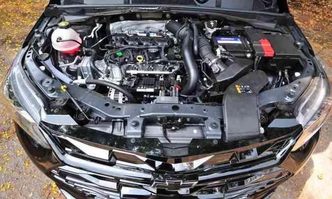O motor 1.0 Ecotec flex garante bom desempenho ao sedã compacto(foto: Gladyston Rodrigues/EM/D.A Press)