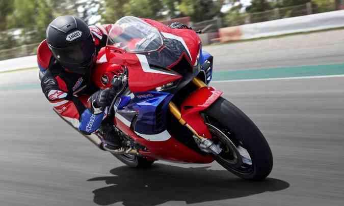 A aerodinâmica foi inspirada no modelo RC213V, campeão da MotoGP(foto: Honda/Divulgação)