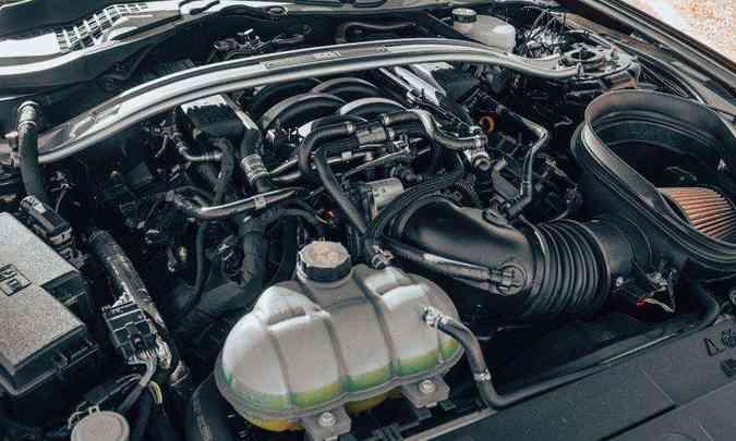 O motor Coyote, um V8 de 5.0 litros, foi recalibrado e ganhou 17cv, chegando a 483cv e 56,7kgfm de torque(foto: Jorge Lopes/EM/D.A Press)