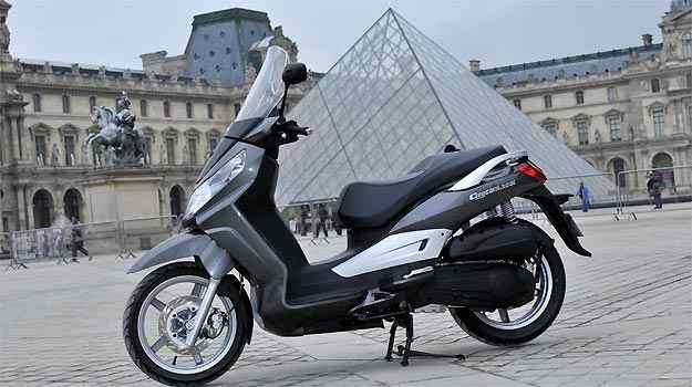 A arquitetura da Cidade Luz é um chamariz a mais para rodar de scooter - Fotos: Dafra/Divulgação