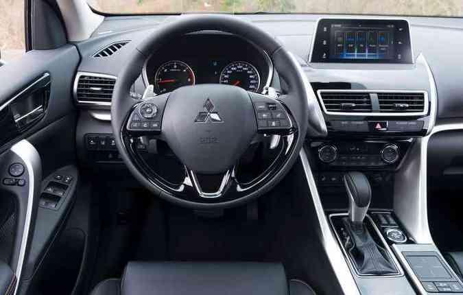 Por enquanto, o espelhamento do smartphone é realizado pelo Apple CarPlay e não há confirmação do Android Auto.(foto: Mitsubishi/Divulgação)