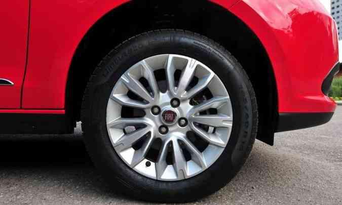 Modelo estava equipado com rodas de liga leve de 15 polegadas(foto: Gladyston Rodrigues/EM/D.A Press)