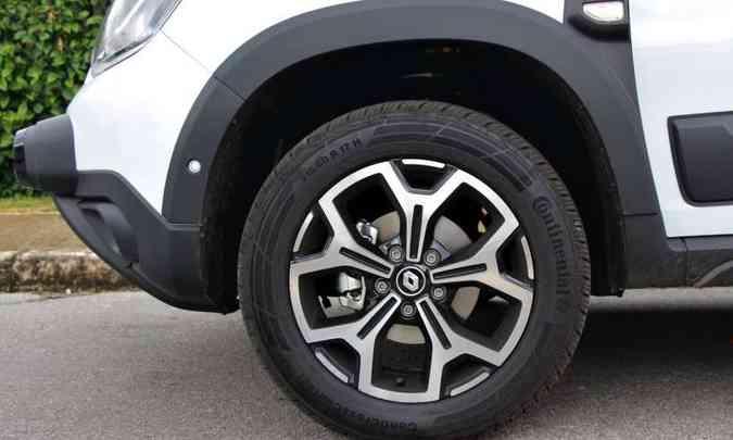 As rodas de alumínio de 17 polegadas são de série na versão topo de linha(foto: Adriano Sant%u2019Ana/EM/D.A Press)
