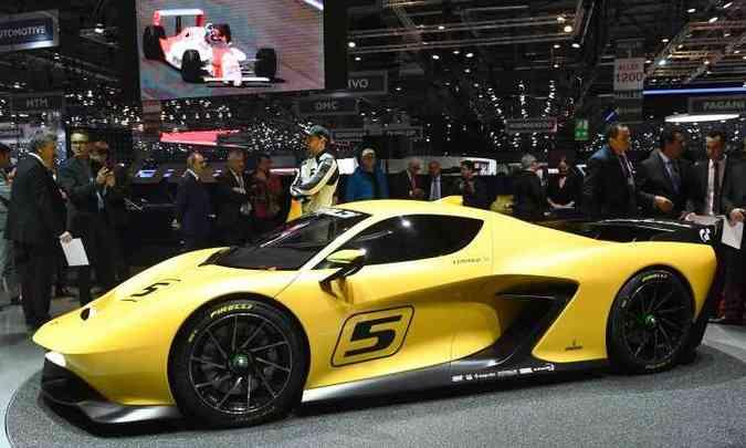 O EF7 Vision Gran Turismo, apresentado pelo piloto Emerson Fittipaldi, foi desenhado pelo estúdio Pininfarina e conta com motor V8 de 600cv(foto: Fabrice Coffrini/AFP)