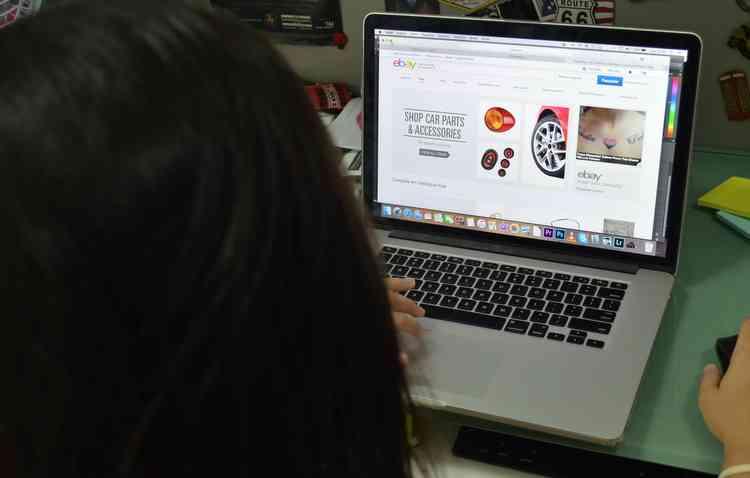 Comprar veículos agora também pode ser feito pela internet. Foto: Malu Cavalcanti / Esp. DP -