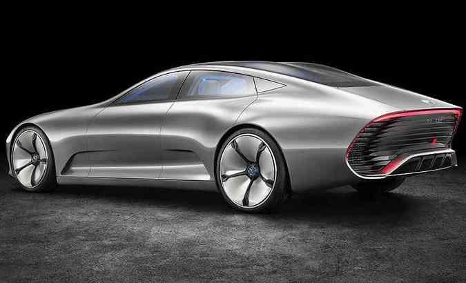 A concavidade das rodas é preenchida, reduzindo a turbulência, e a traseira é estendida em 39 centímetros, para melhorar fluxo de ar e eficiência(foto: Mercedes-Benz/Divulgação)