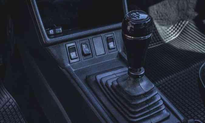 A versão GL é equipada com o câmbio manual de cinco velocidades(foto: Jorge Lopes/EM/D.A Press)