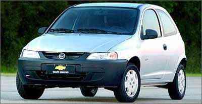 Lançado em 2000, o pequeno hatch tem linhas agradáveis e acabamento espartano, com muitos componentes de plástico, que geram incômodos ruídos - General Motors/Divulgação