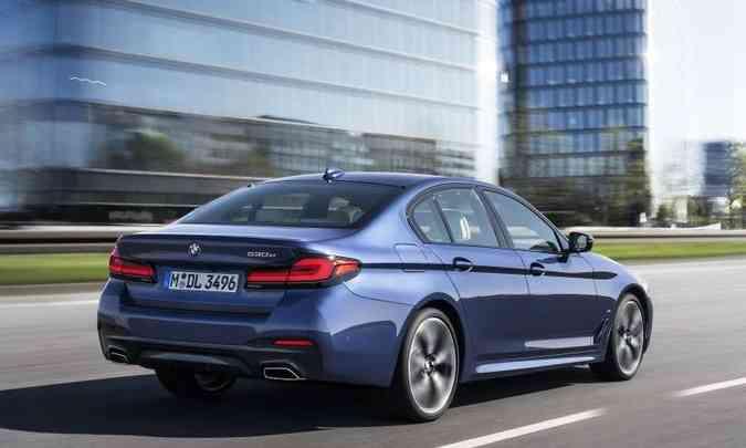 Funcionando apenas no modo elétrico, o BMW 530e tem autonomia de 56 quilômetros(foto: BMW/Divulgação)