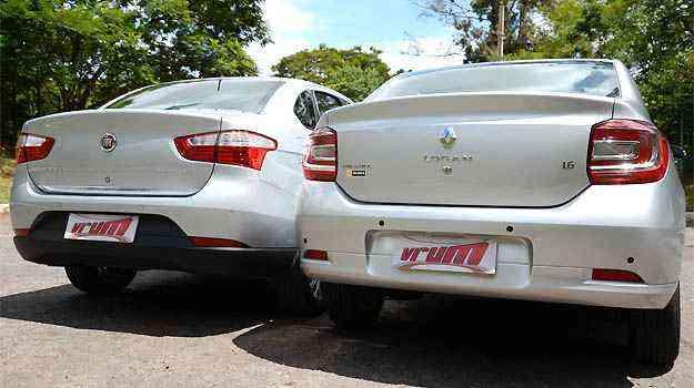 No Siena, o sensor de estacionamento é camuflado na mesma cor da carroceria. A Renault não se importou em deixar quatro pontos pretos no para-choque traseiro - Thiago Ventura/EM/D.A PRESS
