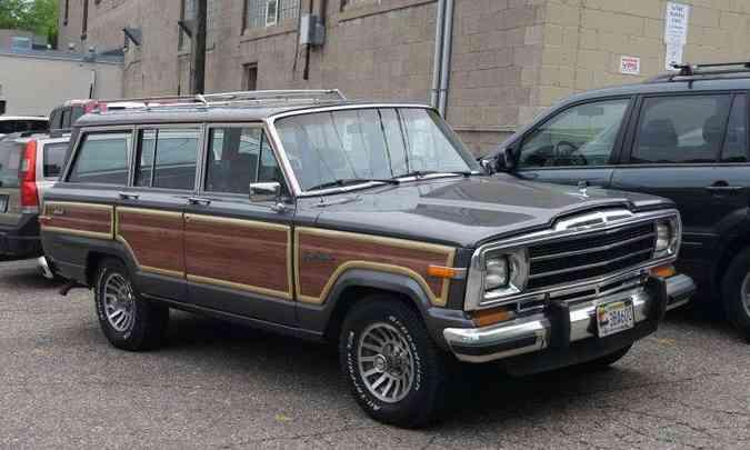 Ponto alto de sofisticação do modelo original veio em 1984, com a chegada do Grand Wagoneer(foto: Greg Gjerdingen/Creative Commons)