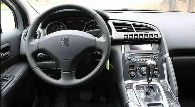 Console mais largo rouba espaço e coloca motorista numa espécie de cockpit(foto: Marlos Ney Vidal/EM/D.A Press)