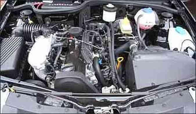 Motor, de oito cilindros, desenvolve 101 cavalos de potência (gasolina) e 103 (álcool)(foto: Marlos Ney Vidal/EM)