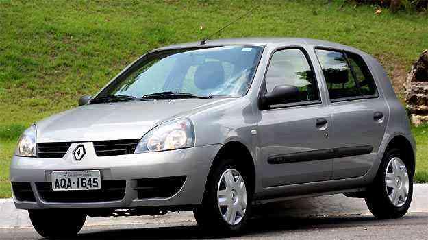 Renault Clio tinha airbag duplo de série na época do lançamento. Hoje, nem como opcional -