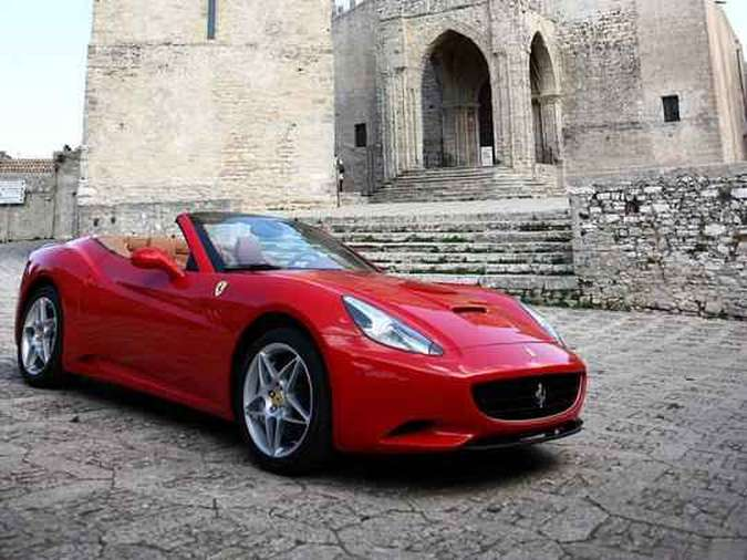 Ferrari California Marcello Oliveira/EM/D.A PRESS e Ferrari/Divulgação