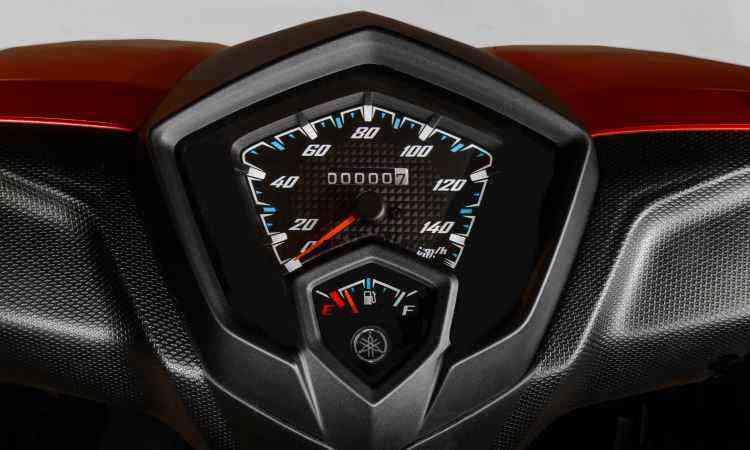 O painel é simples e tem a função Eco, que aponta a condução mais econômica - Yamaha/Divulgação