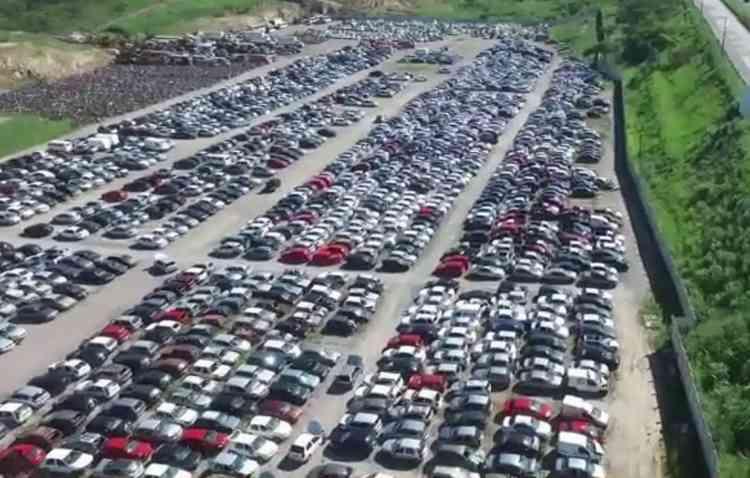Veículos ficam disponíveis para visitação antes de irem para arremate. Foto: Coliseum / Divulgação -