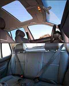 Teto solar elétrico é opcional na versão GT. Já o banco traseiro não tem apoio de cabeça nem cinto de três pontos para quem senta no meio -