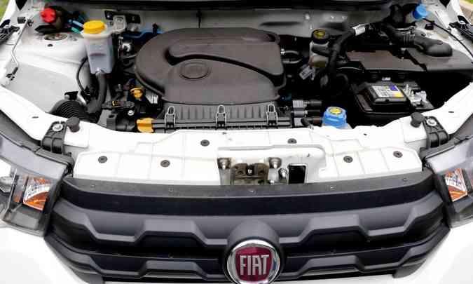 O motor é 1.0 de quatro cilindros, que desenvolve potências de 73cv, com gasolina, e 75cv, com etanol(foto: Adriano Sant'Ana/EM/D.A Press)
