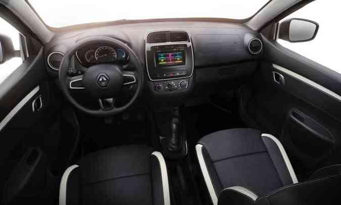 A versão topo de linha, Intense, traz como brinde o sistema multimídia Media NAV com câmera de ré para quem comprar o carro na pré-venda(foto: Renault/Divulgação)