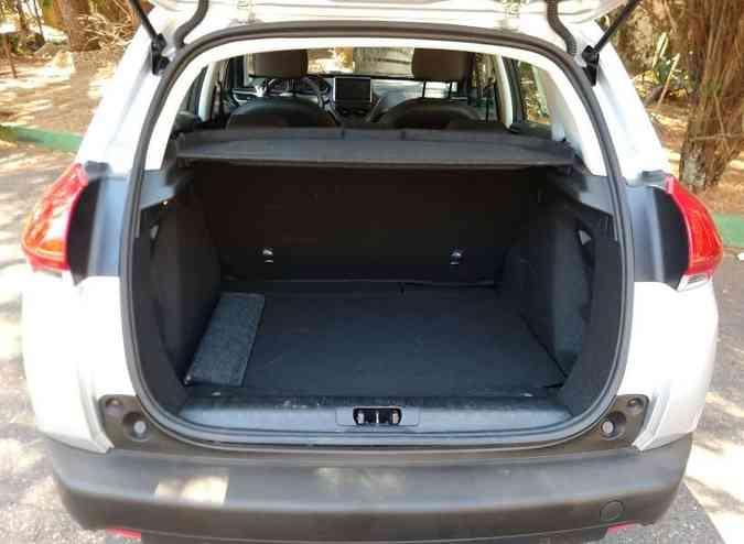 Porta-malas tem bom espaço, com maior aproveitamento em altura(foto: Pedro Cerqueira/EM/D.A PRESS )