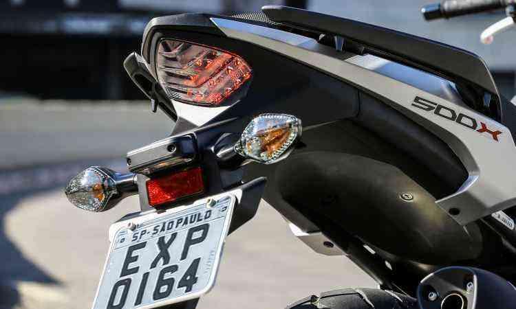 Lanterna conta com LEDs e ponteira de escape é hexagonal - Caio Mattos/Honda/Divulgação