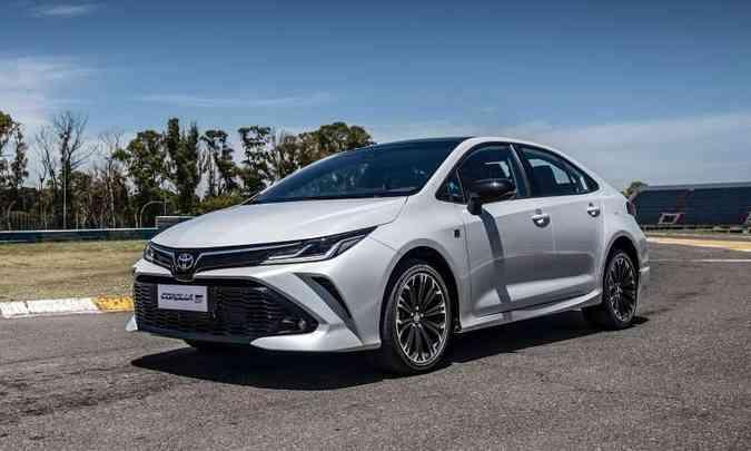 O Toyota Corolla mantém a posição de líder no segmento dos sedãs médios(foto: Toyota/Divulgação)