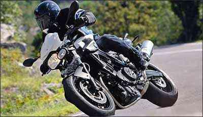 Desenho agressivo foi inspirado na prima maior, K 1300 R - BMW/Divulgação