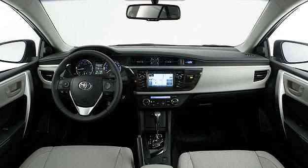 Esta versão  vem equipada com uma central multimídia com tela de 6.1 polegadas e TV digital - Toyota/Divulgação