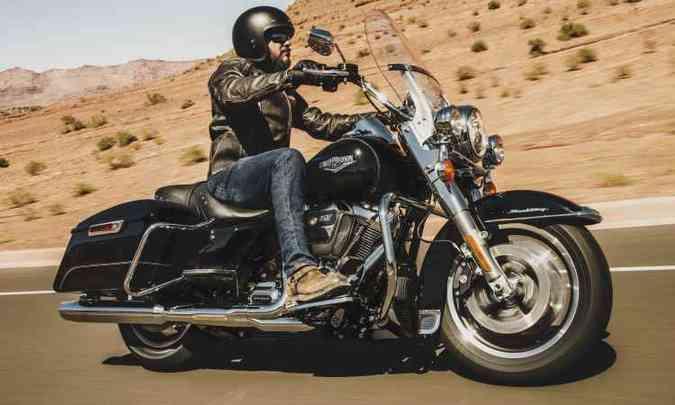 O modelo Road King, rei da estrada, adota o motor Milwaukee-Eight 107 com arrefecimento a ar e óleo(foto: Harley Davidson/Divulgação)