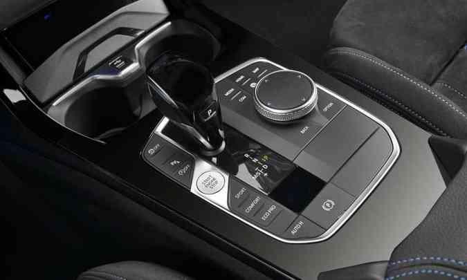 Modelo tem transmissão automática de oito velocidades e alguns recursos tecnológicos(foto: BMW/Divulgação)