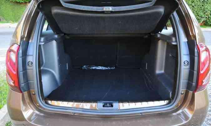 O porta-malas tem 475 litros de volume, capacidade maior do que os principais concorrentes(foto: Gladyston Rodrigues/EM/D.A Press)