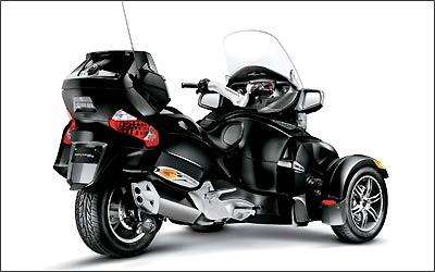 O motor conta com 100 cv de potência a 7.500 rpm e 10 kgfm de torque a 5.500 giros -