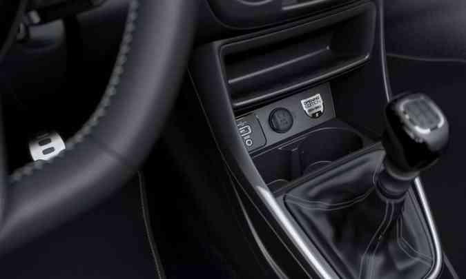 A série limitada traz um badge no console com a numeração da unidade(foto: Fiat/Divulgação)