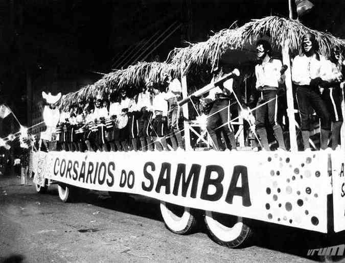 Desfile do bloco Caricato