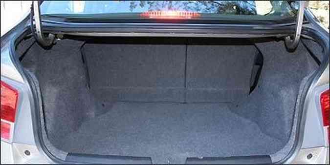 Porta-malas é amplo e tem capacidade para 506 litros(foto: Fotos: Marlos Ney Vidal/EM/D.A Press - 31/08/2009 )