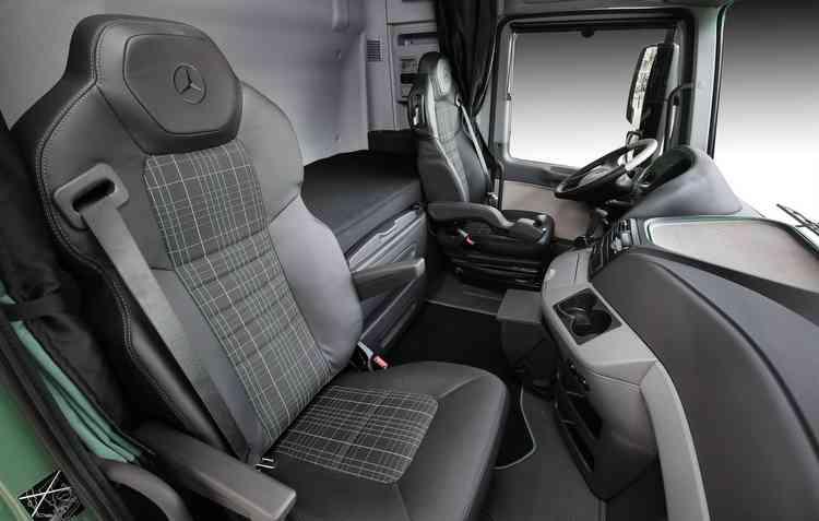 Algumas pessoas consideram que a Mercedes-Benz aposta mais no conforto dos caminhões em relação aos seus automóveis. Foto: Mercedes-Benz / Divulgação -