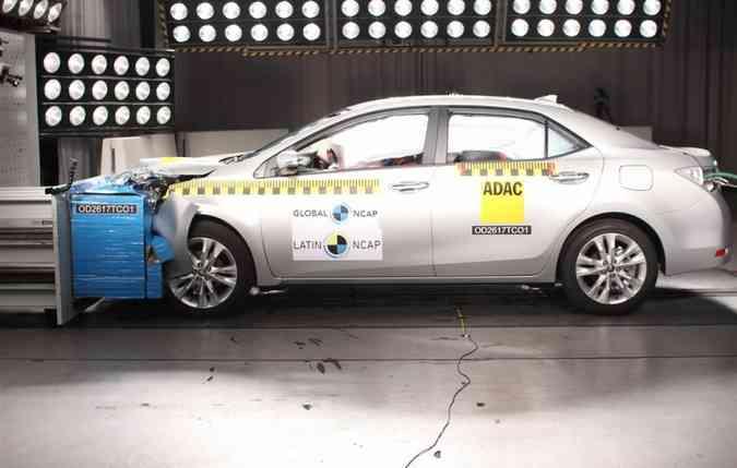 O Corolla alcançou 5 estrelas para adultos e para crianças, além de receber o Advanced Award(foto: Latin NCAP/Divulgação)