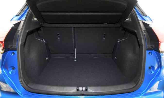Porta-malas parece ter mais espaço que os 432 litros declarados(foto: Nissan/Divulgação)