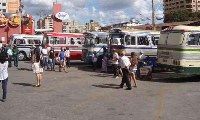 Centenas de pessoas conferiram exposição de ônibus antigos no ano passado(foto: Bruno Freitas/EM/D.A Press)