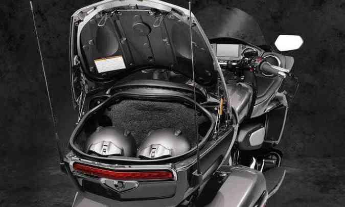 As malas integradas têm controle de abertura elétrico(foto: Yamaha/Divulgação)