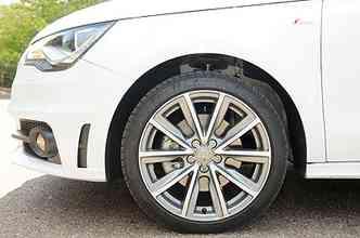 Rodas de liga leve aro 17 polegadas calçadas com pneus perfil 40(foto: Jair Amaral/EM/D.A Press)