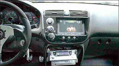 Para assistir televisão no carro, o DVD pode ser conectado a um receptor digital - Marlos Ney Vidal/EM/D.A Press - 21/12/05