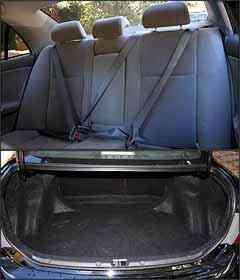 Cinto de três pontos e apoio de cabeça para todos atrás. Porta-malas tem a capacidade para 470 litros. -
