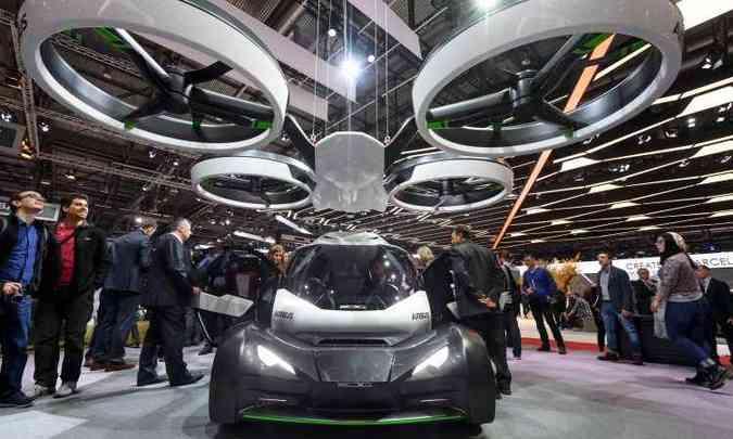 Pop.Up é um veículo feito para andar em solo firme e no ar, fruto da parceria entre a fabricante de aviões Airbus e o estúdio Italdesign(foto: Fabrice Coffrini/AFP)