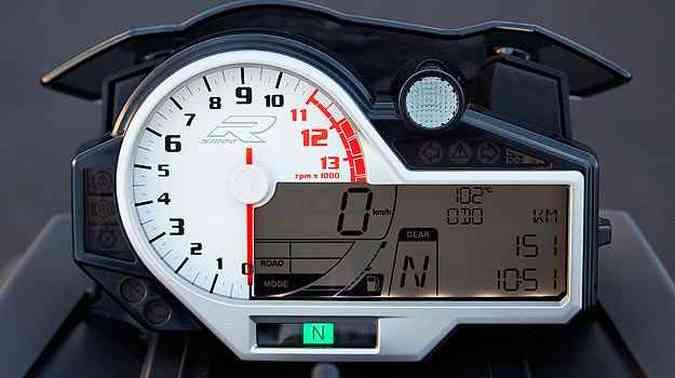 O painel moderno mistura elementos digitais e analógicos(foto: BMW/Divulgação)