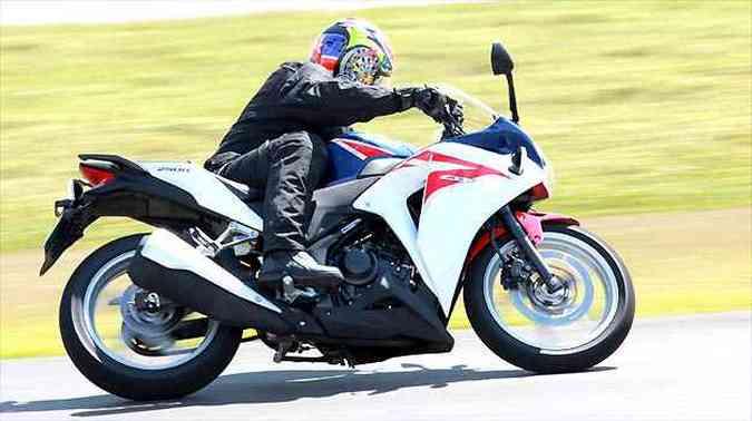 A ergonomia permite rodar na cidade e nas estradas confortavelmente